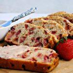 طرز تهیه نان توت فرنگی